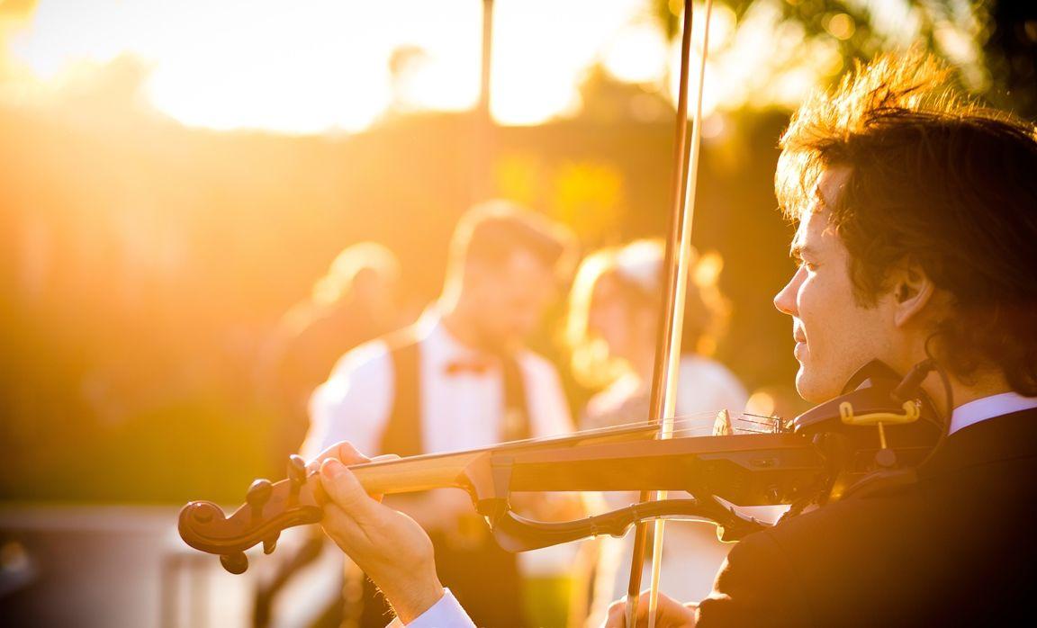 <br> <b>Pablo Prieto</b> </br> (Violinista en directo)